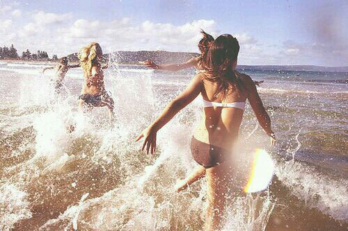 Good friends can be hard to find, but they are impossible to forget. weheartit.com